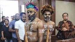 Kekecewaan Aktivis Papua Dilarang Pakai Koteka Saat Sidang