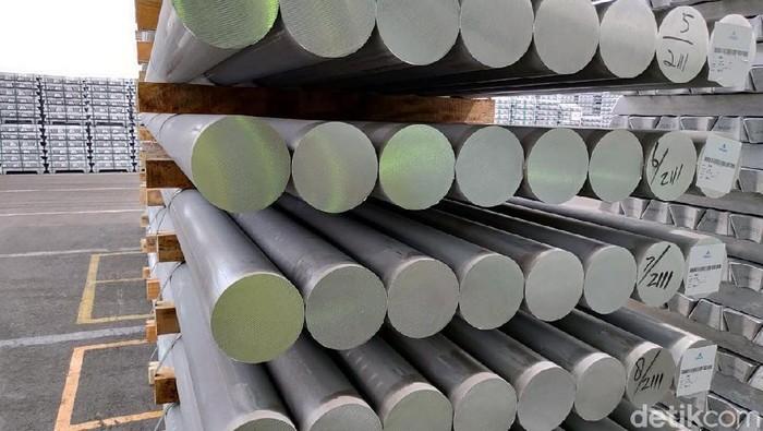Di ujung timur laut Danau Toba, ada markas produsen aluminium terbesar di Indonesia. Tempat itu merupakan asal berbagai produk aluminium yang dimiliki Inalum.