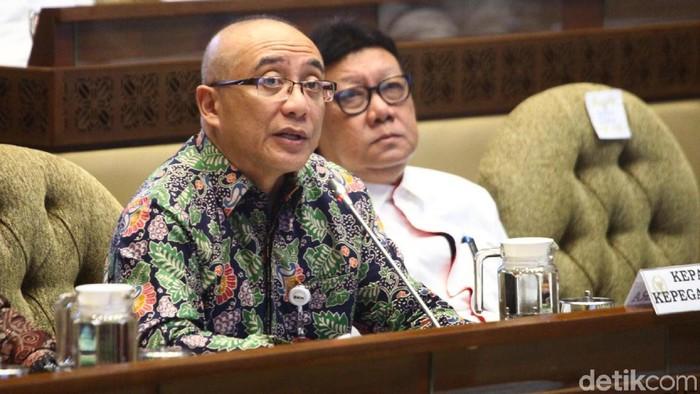 Komisi II DPR melakukan rapat kerja bersama Kementerian PAN-RB dan Badan Kepegawaian Nasional (BKN) membahas seleksi CPNS 2019-2020.