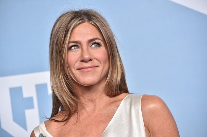 LOS ANGELES, CALIFORNIA - JANUARY 19: Jennifer Aniston, winner of Outstanding Performance by a Female Actor in a Drama Series for The Morning Show, poses in the press room during the 26th Annual Screen ActorsGuild Awards at The Shrine Auditorium on January 19, 2020 in Los Angeles, California. 721430 (Photo by Gregg DeGuire/Getty Images for Turner)