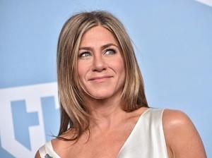 Wanita Misterius Jadi Viral, Disebut Sangat Mirip Jennifer Aniston