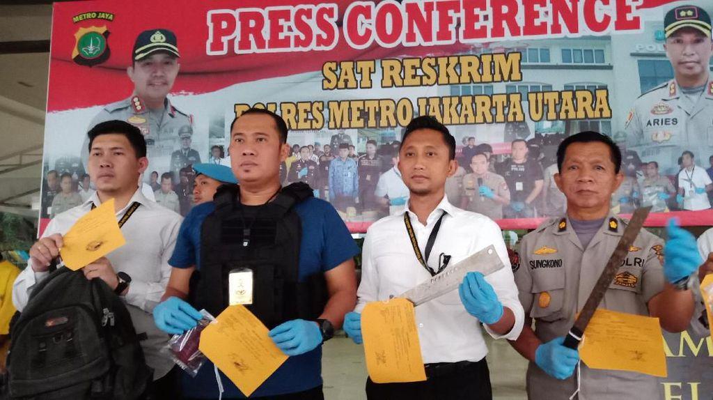 2 Remaja Ditangkap Memalak Sopir Truk di Jakut demi Mabuk Lem Aibon