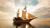 Ini Kapal Phinisi Mewah yang Dinaiki Jokowi di Labuan Bajo