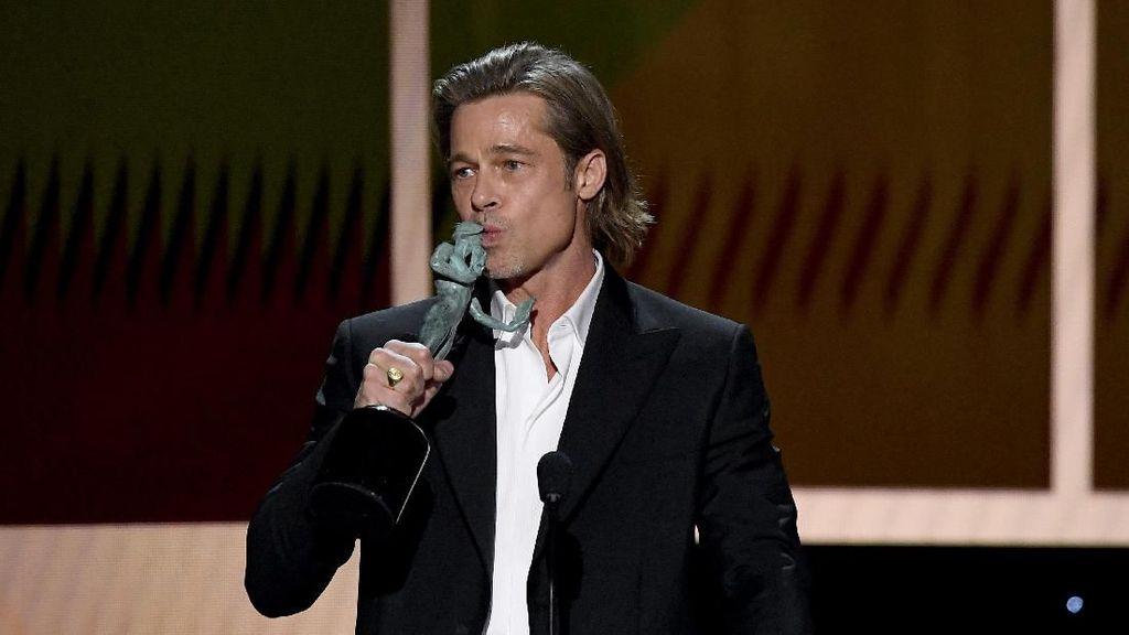 Pengakuan Brad Pitt Tentang Tinder Setelah Viral Bareng Jennifer Aniston