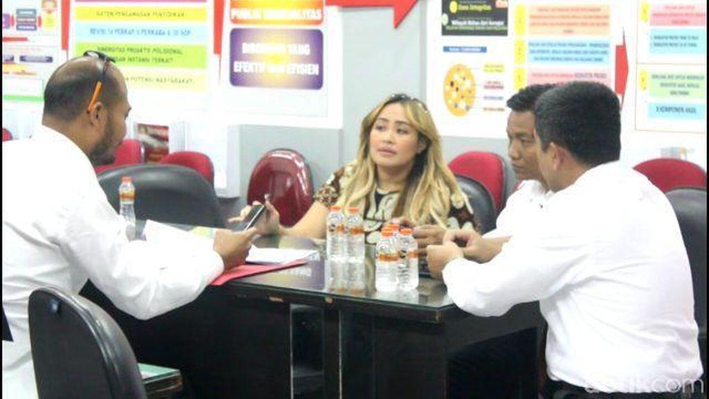 Selain Pinkan Mambo, Polisi Juga Panggil Siti Badriah Terkait MeMiles