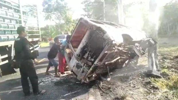 Mobil Tabrak Pohon Lalu Terbakar di Pangandaran, Pengemudi Tewas