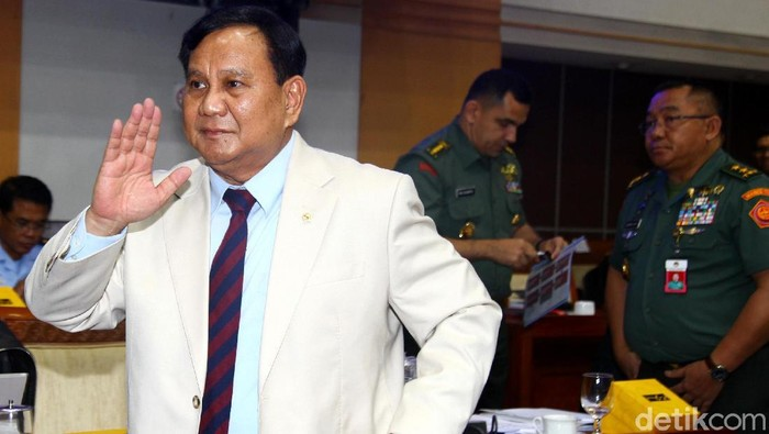 Menhan Prabowo Subianto dan Panglima TNI Marsekal Hadi Tjahjanto hadiri rapat kerja bersama Komisi I DPR. Raker itu salah satunya membahas soal Natuna.