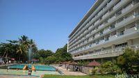 Menikmati Senja di Bangunan Hotel Peninggalan Soekarno