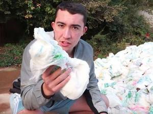 YouTuber Dikecam Pakai 1 Juta Lembar Tisu Buat Serap Air Kolam Demi Konten