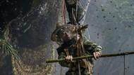 Aksi Ekstrem Orang di Tebing Curam, Ambil Madu dan Buka Warung