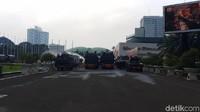Jelang Demo Tolak Omnibus Law, Kawat Duri Hingga Mobil Taktis Siaga di DPR