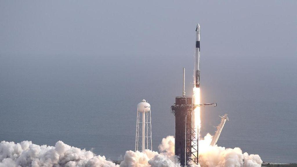 Detik-detik Roket Falcon 9 Milik SpaceX Meledak di Udara