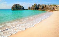 Bermuda terkenal akan pantainya yang berpasir pink.