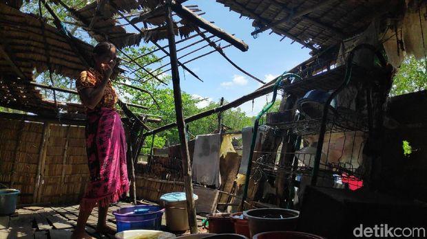 Hari-hari Sannari Bertahan Hidup di Gubuk Reyot Maros