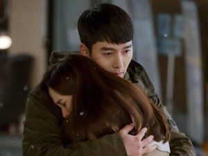 Crash Landing On You Episode 11, Kapten Ri Jung-hyuk Jadi Bodyguard Yon Se-ri