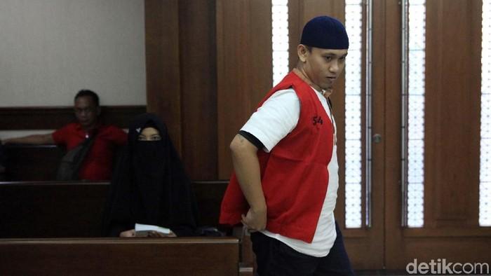 Terdakwa kasus video penggal Jokowi, Hermawan Susanto kembali mengikuti sidang lanjutan di PN Jakpus. Sidang kali ini mendengarkan keterangan saksi ahli.