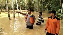 Tim Gabungan Sisir Warga untuk Evakuasi dari Banjir Dharmasraya
