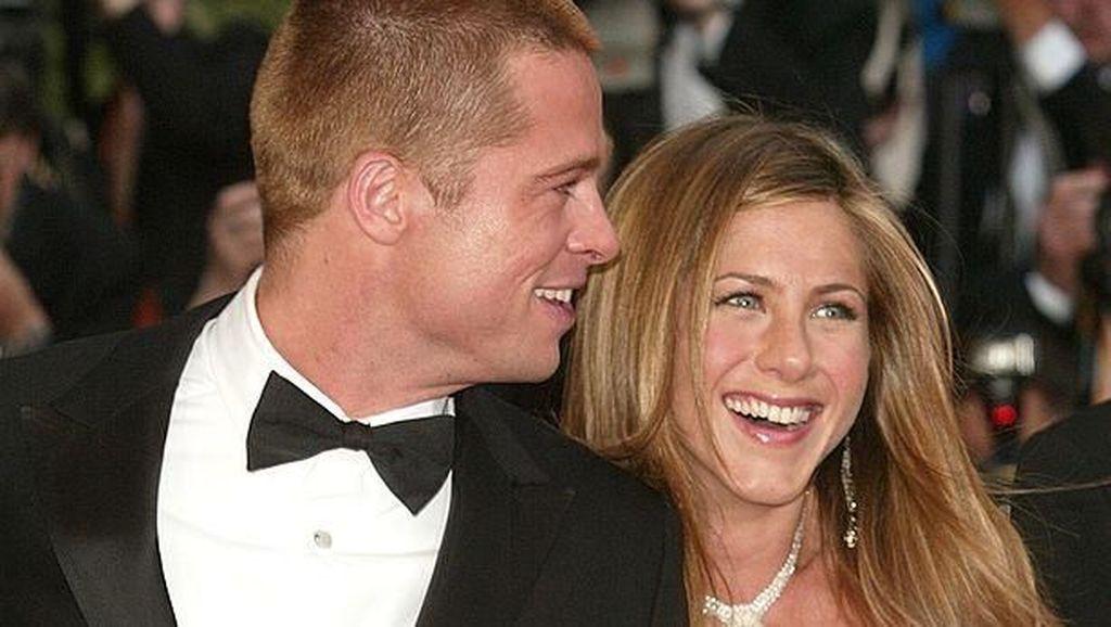 Reunian, Ini Potret Mesra Brad Pitt dan Jennifer Aniston Saat Jadi Pasangan