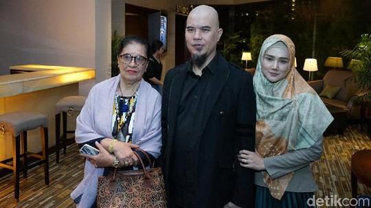 Didampingi Mulan Jameela, Ahmad Dhani Saksikan Film Al Ghazali