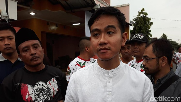 Gibran Rakabuming Raka di Banyuagung, Banjarsari, Solo, Selasa (21/1/2020).