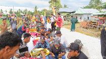 Syukuran Pembangunan Akses Desa, Warga Wajo Gelar Makanan di Pinggir Jalan