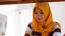Lagi Viral! Sarjana Cantik Penjual Nasi Sayur di Solo