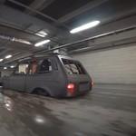 Mobil 4x4 Ini Ceper Habis, Ban Tembus Kap Mesin