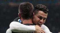 Cie...Ronaldo dan Dybala Ciuman Bibir di Lapangan