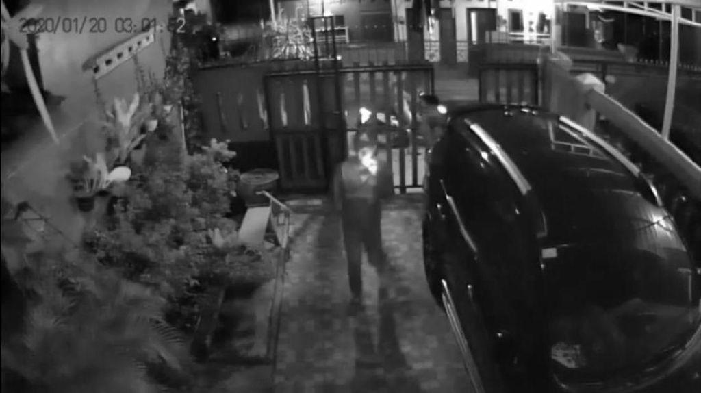 Aksi Curanmor Bersenjata Terekam CCTV di Pondok Aren Tangsel