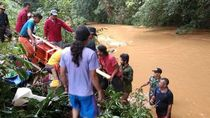 Daki Bukit-Seberang Sungai, TNI Bantu Pemakaman Warga Kapuas Kalbar