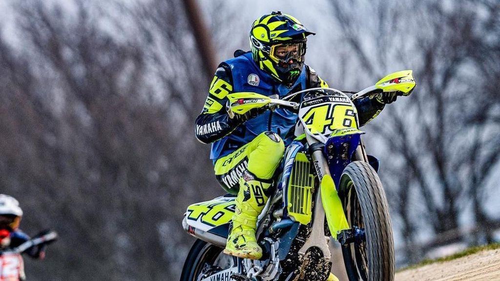 Jelang Tes Pramusim MotoGP, Rossi Geber Motor Motocross