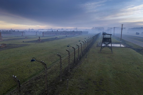 Kamp Auschwitz didirikan pada 1940 di Kota Oswiecim, selatan Polandia atas perintah kanselir Jerman, Adolf Hitler. Kamp ini mulanya digunakan sebagai penjara untuk tahanan politik Jerman tapi belakangan diubah fungsinya menjadi kamp kematian. Foto: Getty Images/Christoper Furlong