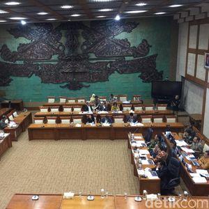 OJK Rapat dengan DPR, Bahas Pengawasan Jiwasraya Cs