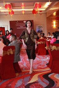 Fashion Imlek 2020, Tawaran Cheongsam Lurik dari Yosep Sinudarsono