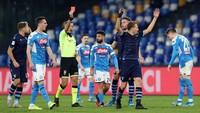Video Laga Keras Napoli Vs Lazio, Wasit Acungkan 2 Kartu Merah!
