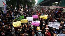 Aksi Ratusan Warga Priok Geruduk Kantor Kemenkum HAM