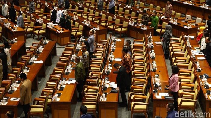 Sebanyak 248 dari 575 anggota DPR tak hadir dalam rapat paripurna penetapan Program Legislasi Nasional (Prolegnas) Prioritas tahun 2020.