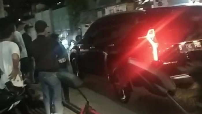 Mobil SUV Dua Kali Lindas Tubuh Seorang Pria di Bandung