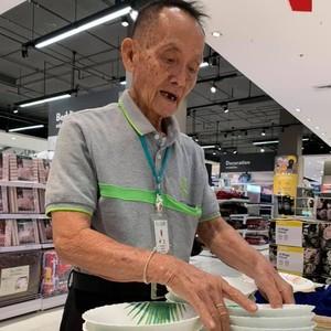 Terpopuler Sepekan: Kisah Mantan CEO 81 Tahun yang Kini Jadi Sales di Mall