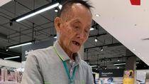 Viral Kisah Haru Mantan CEO 81 Tahun yang Kini Jadi Sales di Mall