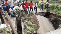 Jalan Menuju Pemkab Bandung Barat Ambles, Bupati Aa: Akan Diperbaiki