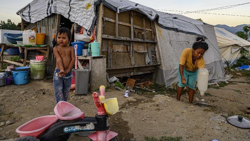 Melihat Korban Gempa Palu yang Masih Bertahan di Tenda Darurat