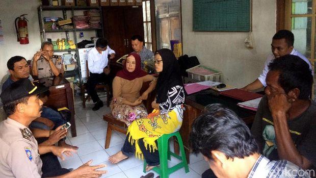 Para pedagang Pasar Potrojayan atau Pasar Gendeng dimintai keterangan di Mapolsek Prambanan