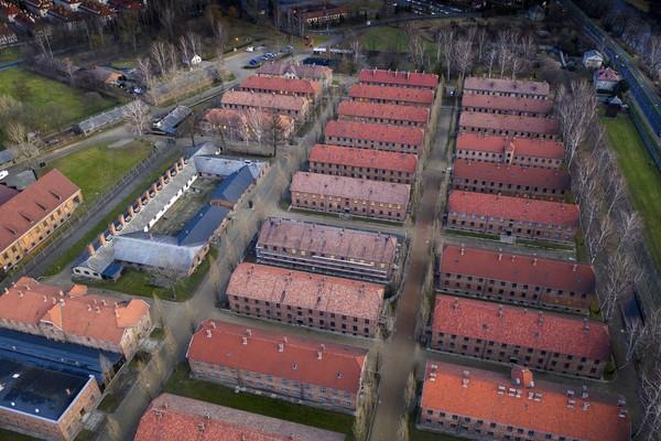 Kamp Auschwitz terdiri atas 3 kamp konsentrasi utama yaitu Auschwitz I, Auschwitz II-Birkenau, dan Auschwitz III-Monowitz. Setiap kamp memiliki fungsi yang berbeda-beda. Foto: Getty Images