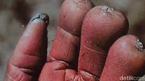 Foto: Tradisi Bakar Jenazah dan Potong Jari Papua