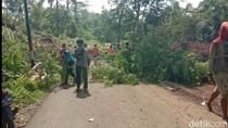Longsor di Tasikmalaya, Akses Jalan Warga Kecamatan Tanjungjaya Terganggu