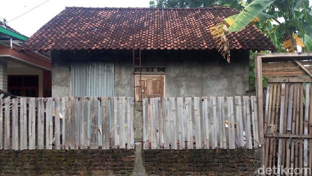 Rumah Nenek Rubingah yang Ditendang dan Diseret di Pasar