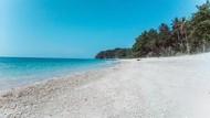 Di Pantai Desa Ini, Ada Kisah Batu Giok Berkekuatan Magis