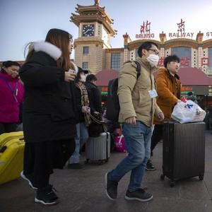 Miris! Viral Pria Wuhan Pakai Pembalut sebagai Masker Demi Cegah Corona