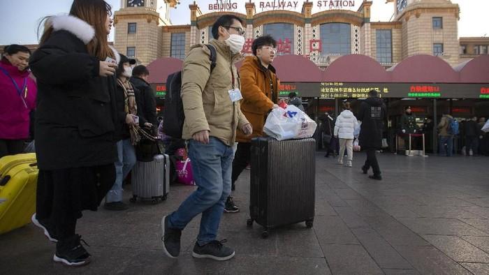 Virus corona jenis baru telah menyebar di Wuhan, China. Warga pun memakai masker untuk mengantisipasi penyeberan virus tersebut.